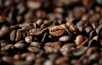 Morgendliche Tasse Kaffee macht munter, aber nicht süchtig